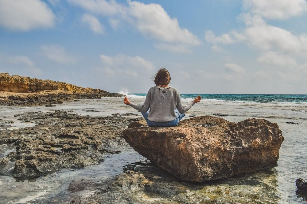 瞑想法で得られる効果とその原理について|マインドフルネス