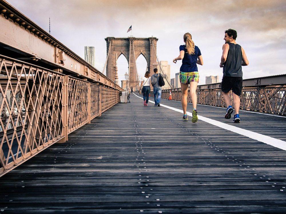 高強度及び低強度の有酸素運動が健康や生産性に及ぼす影響
